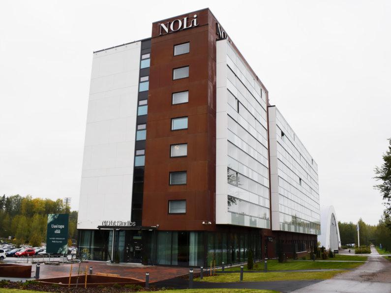 Noli Studio Myyrmäki rakennus jossa on valomainos